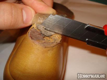 Använd kniv eller skalpell om så behövs