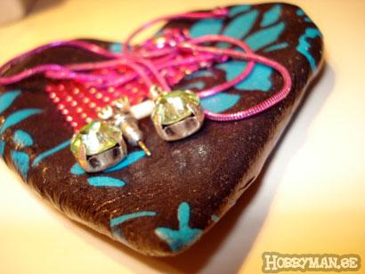 Lerhjärtat med decopatch och smycken