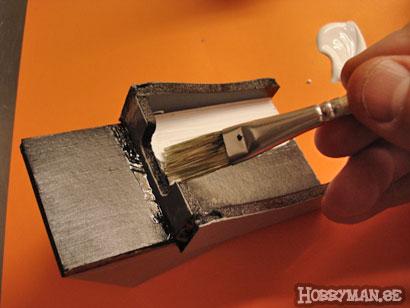 Måla ditt mörka objekt med vit vattenfärg